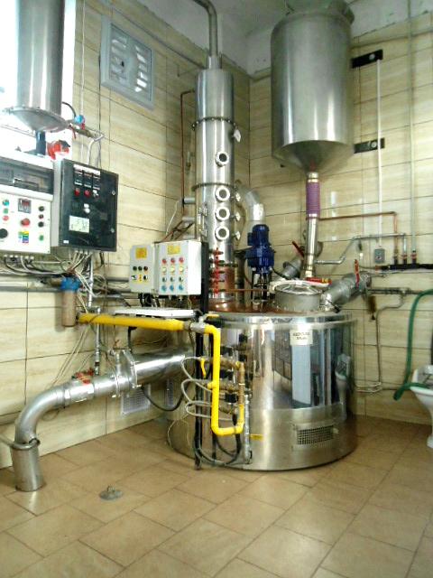 Jednokotlova destilacna kolona o objeme 360 l (pred upravou)