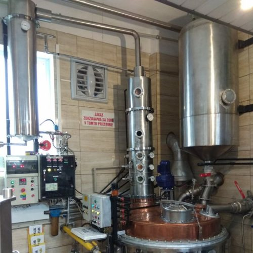 Jednokotlova destilacna kolona o objeme 500 l (po uprave)